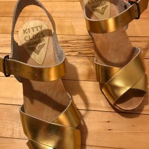 Shoes - Gold clogs 8.5 great condition